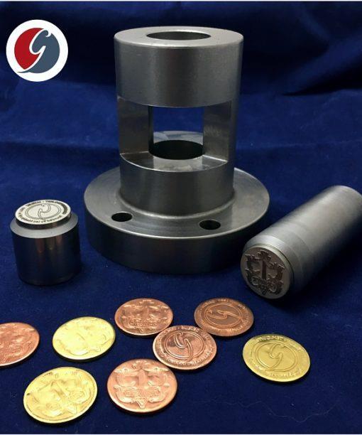 Przyrząd do bicia monet